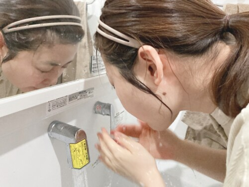 35℃程度のぬるま湯で十分にすすぐ